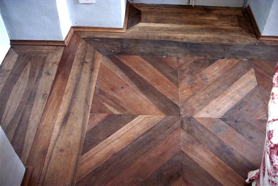 ... legno vecchio o restauro di vecchi elementi di pavimento : Restaurea